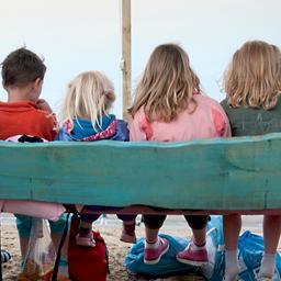 Kinderen die populariteit overschatten pesten minder vaak