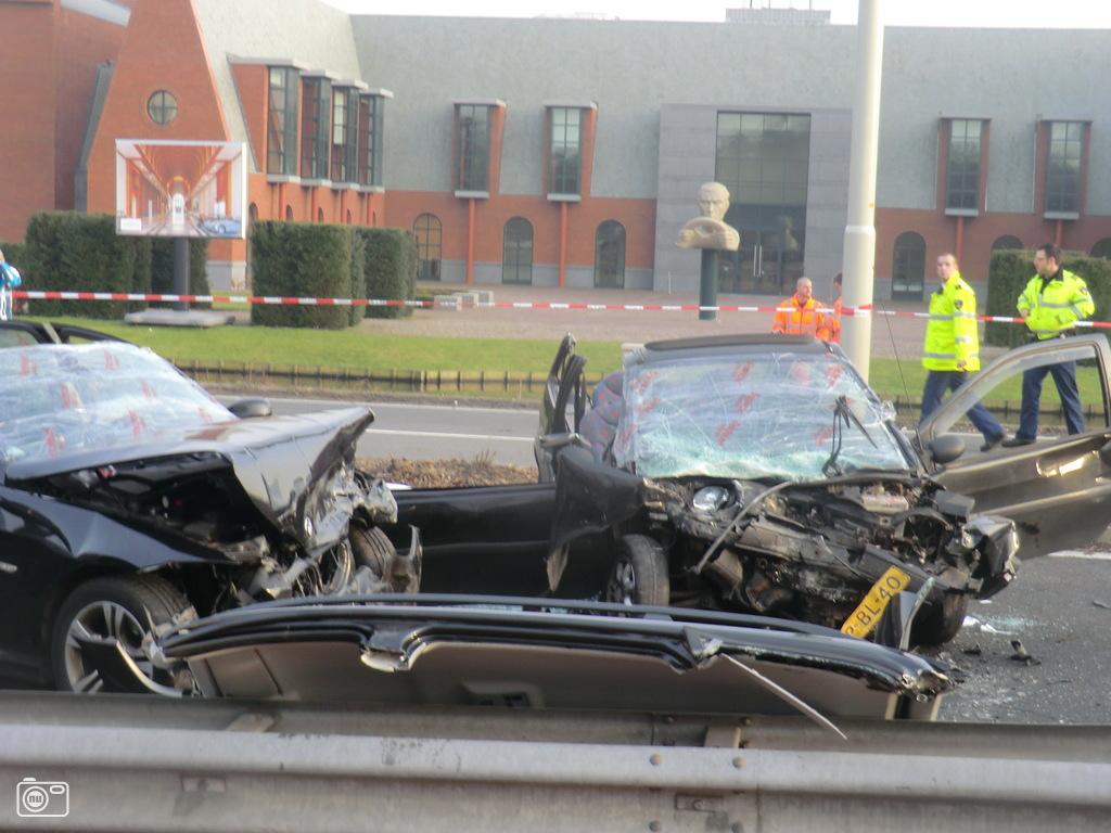 Ernstig auto ongeluk op n44 bij den haag pictures for Auto interieur reinigen den haag