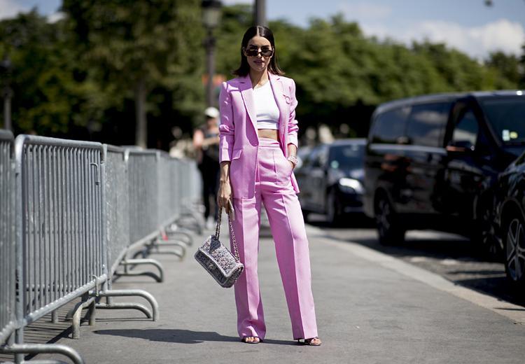Steel de show in een roze pak