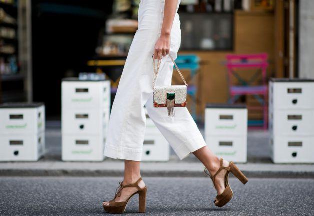 Waarom je nú een witte jeans moet aanschaffen
