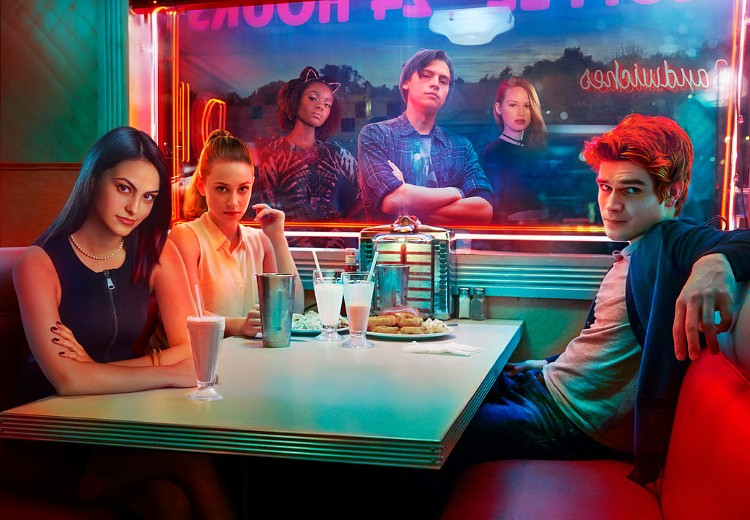 Riverdale-cast eert Luke Perry