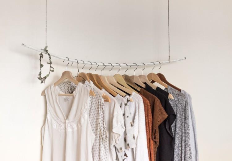 4 tips voor meer ruimte in je kledingkast