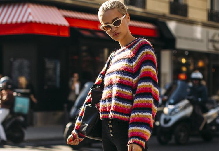 Zo draag je de multi-gekleurde trui