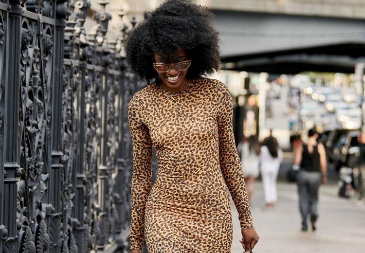 Stijlvol in een jurk met luipaardprint