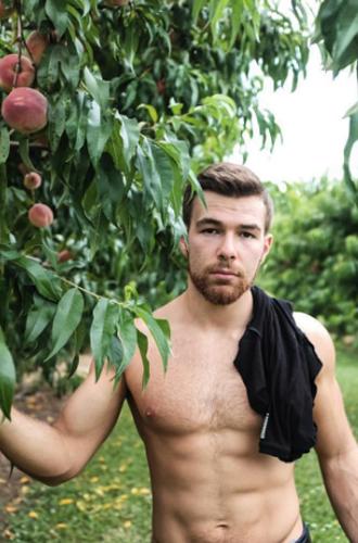 Dit Instagram-account staat helemaal in het teken van knappe mannen met hun plant