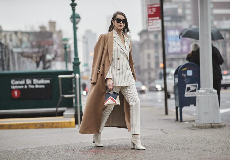 Deze jas kan altijd: de klassieke camel coat
