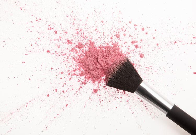 Met deze tips verwijder je make-up vlekken uit kleding
