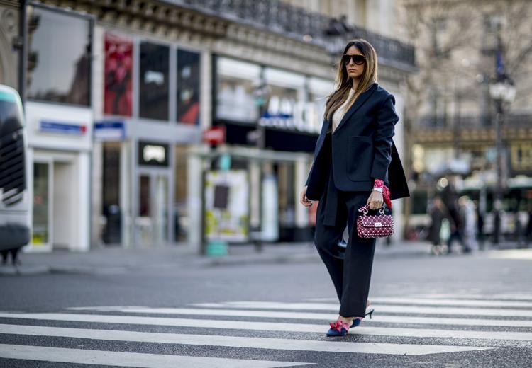 Met een donkerblauw pak loop je er stijlvol bij
