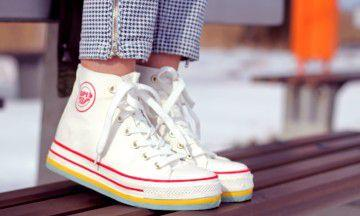 Zo krijg je jouw vieze sneakers weer helemaal schoon