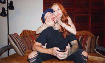 Riverdale's Madelaine Petsch laat haar vriend haar make-up doen