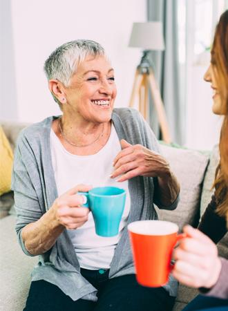 Wetenschappelijk bewezen: koffie drinken met je moeder zorgt ervoor dat ze langer leeft