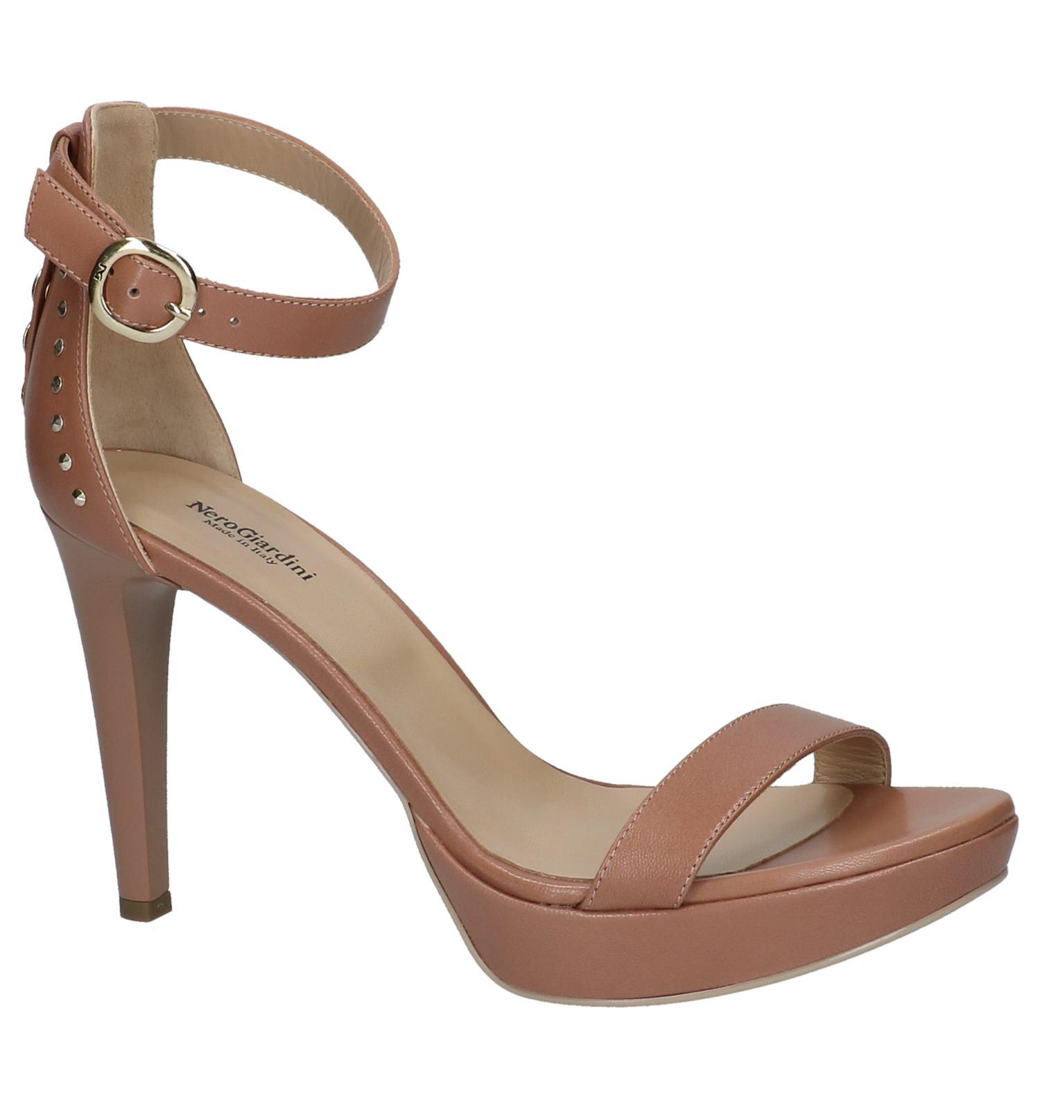 Beste Wholesale Online Verkoop Veel Soorten Nude Kleurige Sandalen met Studs Goedkoop Officiële Kopen Discount Speling De Goedkoopste 7ZYToNjJ