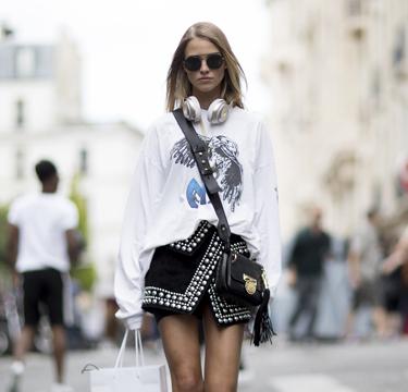 Zo draag je een rok met studs