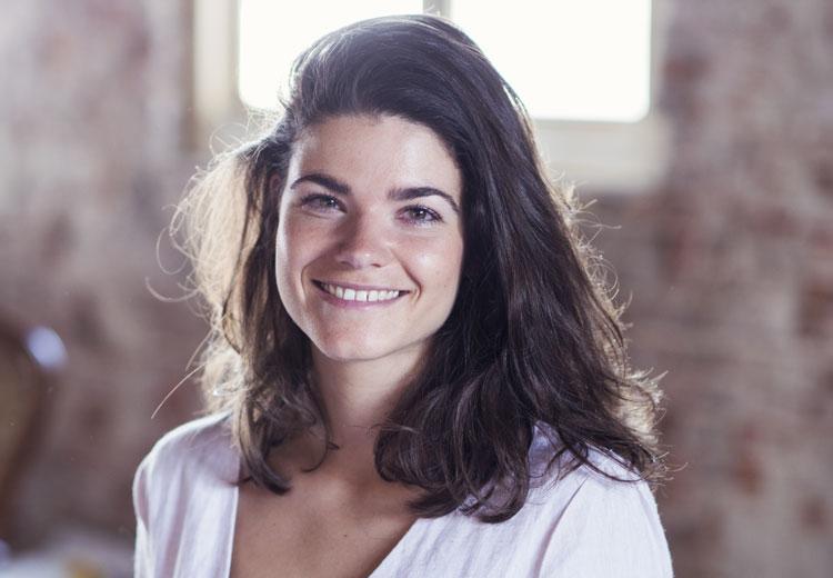 Anne-Claire over haar carrièreswitch: 'Rens Kroes heeft één van mijn schilderijen aan de muur hangen.'