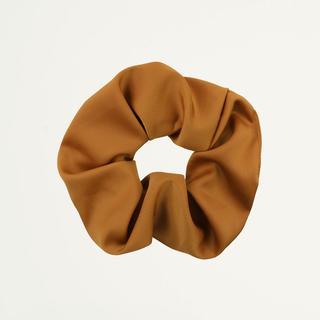 Bruine scrunchie