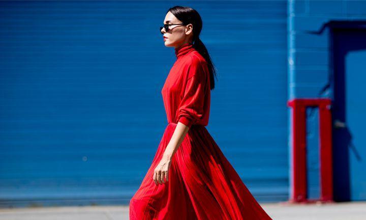 Zo draag je de maxi rok in het rood