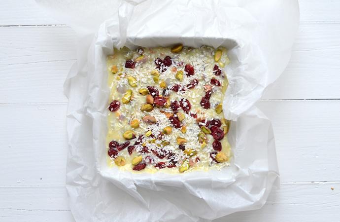 Sfeerbeeld witte chocolade fudge met cranberries