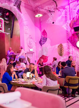 Nieuwe hotspot: knalroze café Thomas in Eindhoven