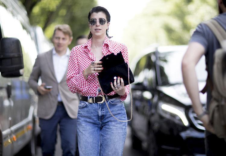 Alles over de mom jeans en hoe je 'm draagt