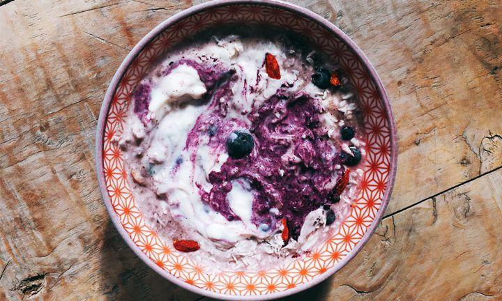 Steef's power breakfast: Berry overnight oats