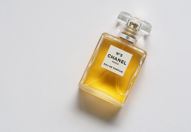 7x zo blijft je parfum langer zitten | Fashionchick