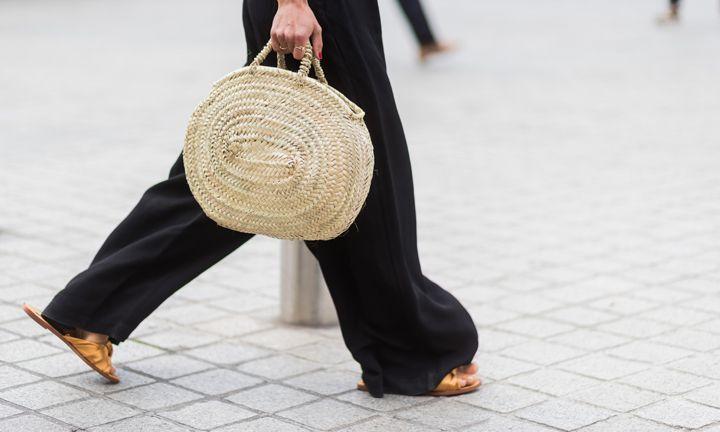 Hoe de strandtas een modetrend werd
