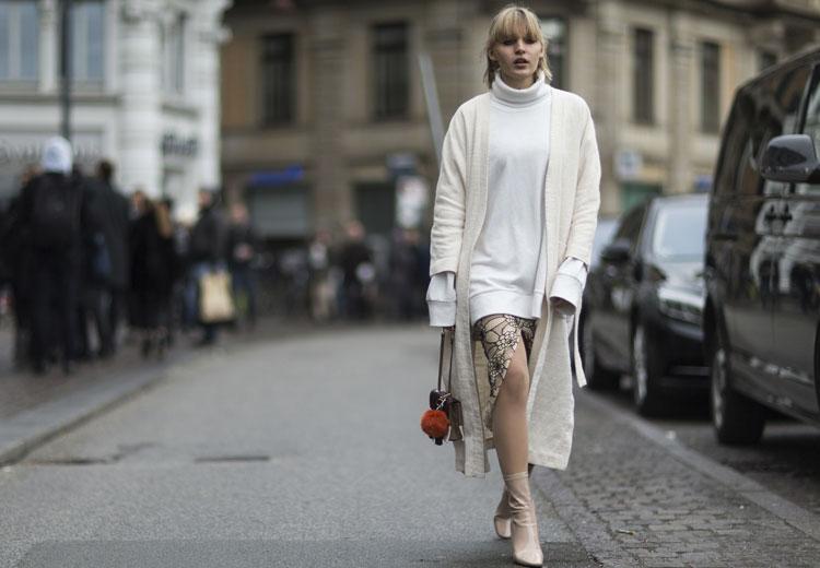 Zo draag je de oversized trui vrouwelijk