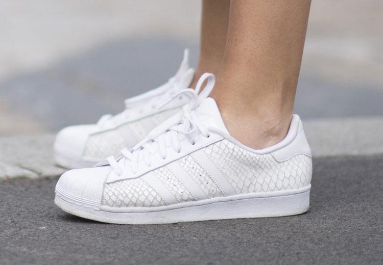 4c5553009a3 Zo krijg je witte sneakers weer wit | Fashionchick.nl