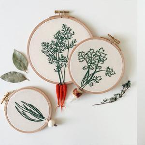 Geborduurde planten en wortels