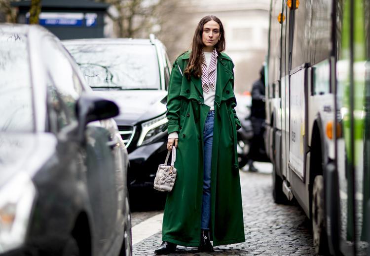 Fleur je herfstoutfit op met de groene jas