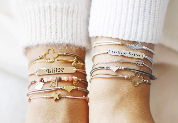 Win: 2x 4ever with everyone-armbandsetje