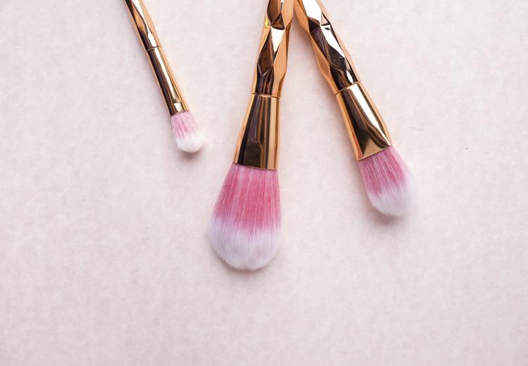 Zo maak je je make-up kwasten schoon