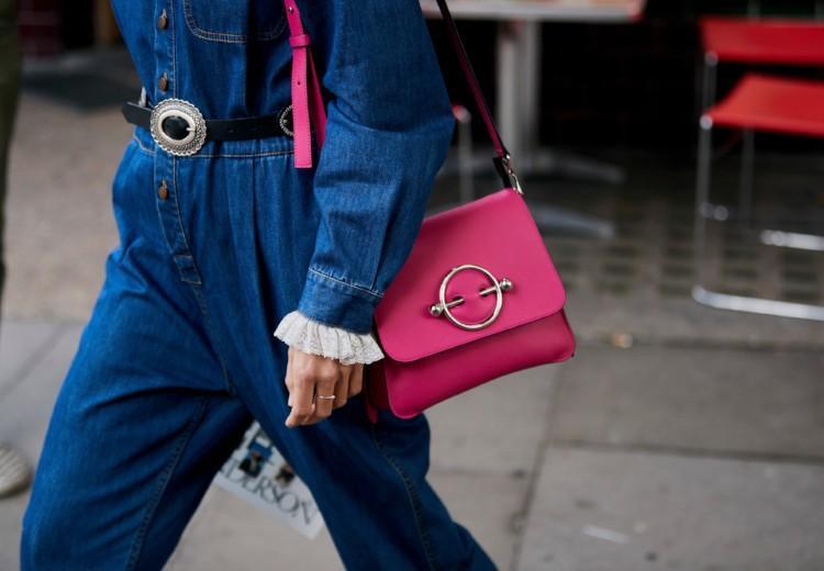 6 gekleurde tasjes om je look compleet te maken