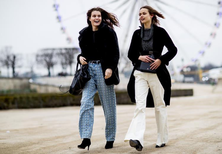 De witte jeans is de broek die jij nodig hebt