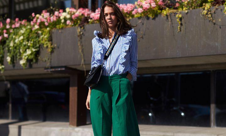 Zo draag je een gekleurde palazzo broek