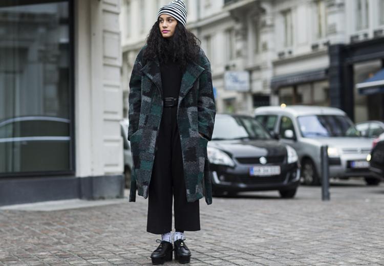 Dit is hoe je een jas met print draagt