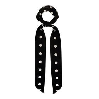 Zwart haar sjaaltje gestipt