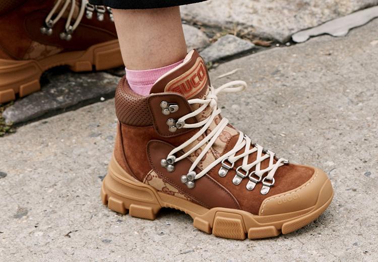 3 manieren om hiking boots te dragen