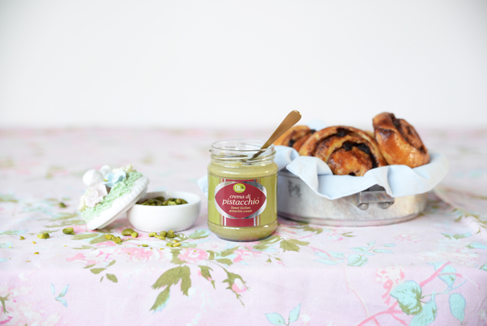 #Foodporn: Kaneelbroodjes met zoetzure rozijnen en pistachecrème