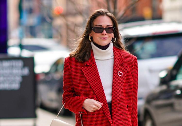 5 manieren om de kleur rood te dragen