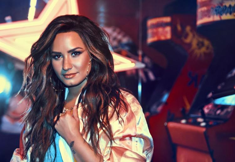 OMG! Demi Lovato knipt haar lokken af