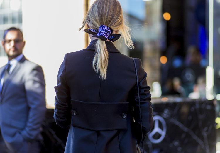 6 verrassende manieren om een sjaaltje te dragen