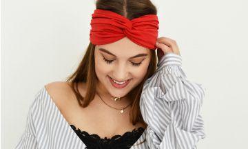"""Odette: """"Op deze 5 manieren draag je de headband trend"""""""