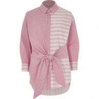 Roze overhemd met verschillende strepen en knoop voor