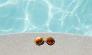 12x de leukste zonnebrillen om mee te shinen